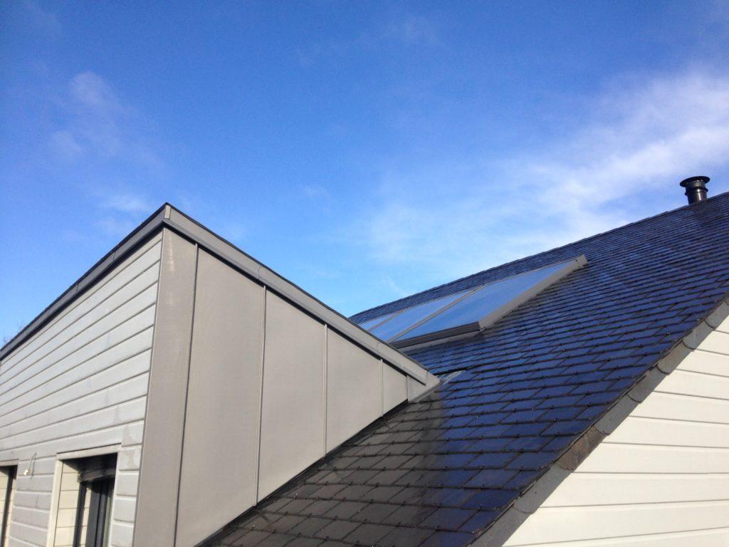 Lucarne zinc quartz et panneau solaire surzur